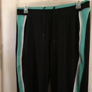 Black and turquoise Capri workout pants